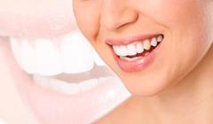 歯並びが綺麗な女性